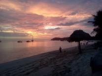couché du soleil vue de la plage de Mana Lagoon