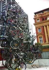 le sapin de noël fait avec des vélo