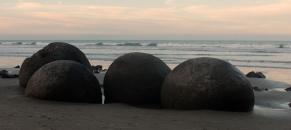 Moeraki - boulders