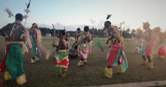 troupe de danse à la tribu de Drueulu