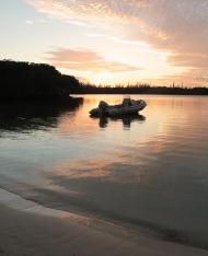 Couché de soleil dans la baie de Kanumera