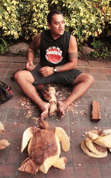 Sculpteur au marché de waikiki