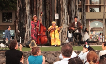 Concert local sur la plage de Waikiki