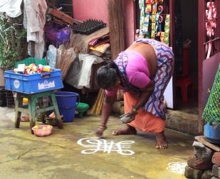 Dessin du mandala - Dans les rues de Pondichéry