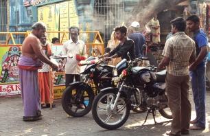 Bénédiction des véhicules - Arulmigu Manakula Vinayagar Temple
